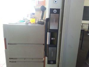 Attend Locksmiths Job Photo's ES2000 electric strike